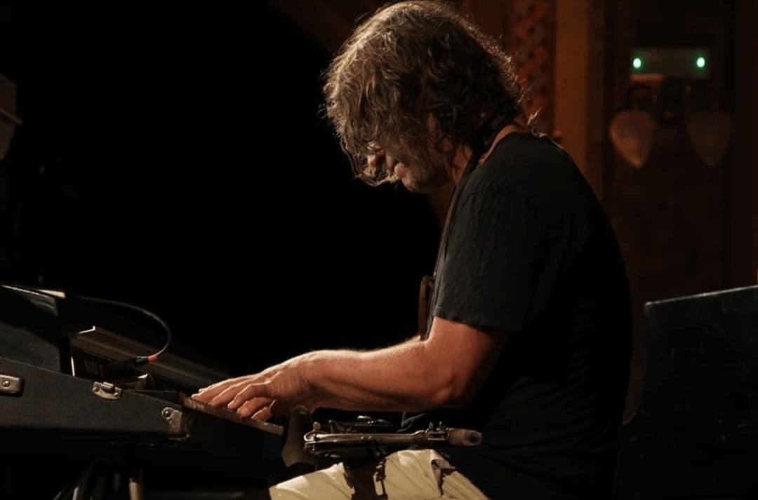 Ilhan Erșahin interpretând la Ora Jazz Festival