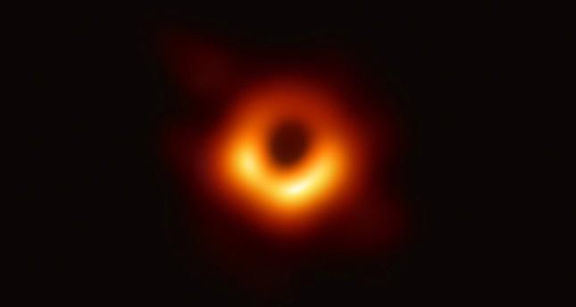 imagine cu gaura neagra