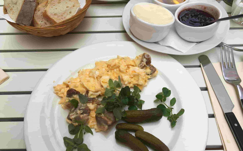 bistro arte brașov, mic dejun delicios în brașov, recomandare locuri de masă brașov